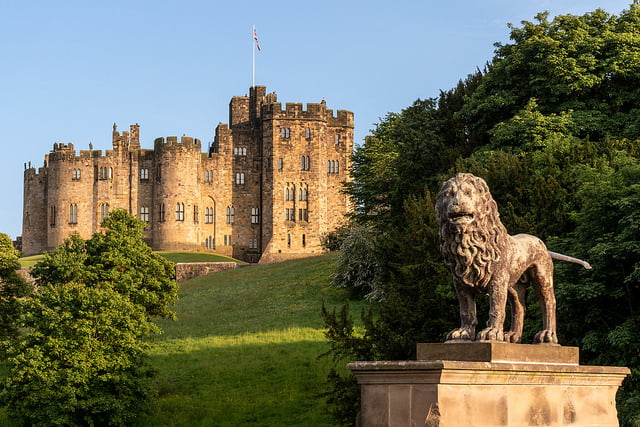 Alnwick Castle – The Most Iconic UK's History Site (10 HQ Pictures & History)