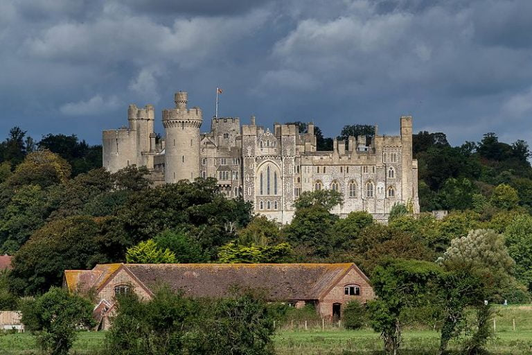 Arundel Castle – One Of The Longest Inhabited Castles in UK (HQ Pictures & History)