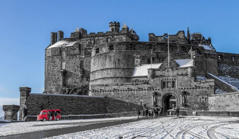 Edinburgh Castle – Discover Top 5 Mind-Blowing Facts (HQ Pictures & History)