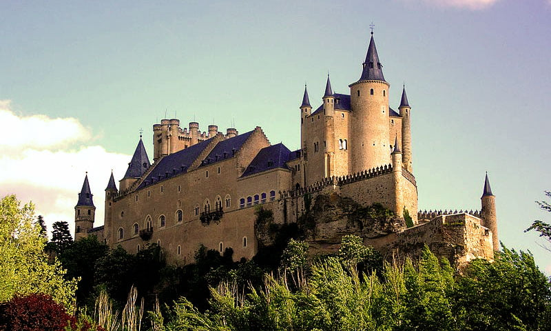 The Alcazar of Segovia – The Castle Which Inspired Walt Disney (HQ Images & History)