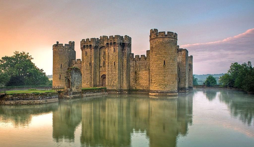 Bodiam Castle – Beloved Gem of England's Fortresses (HQ Photos & Intriguing Facts)