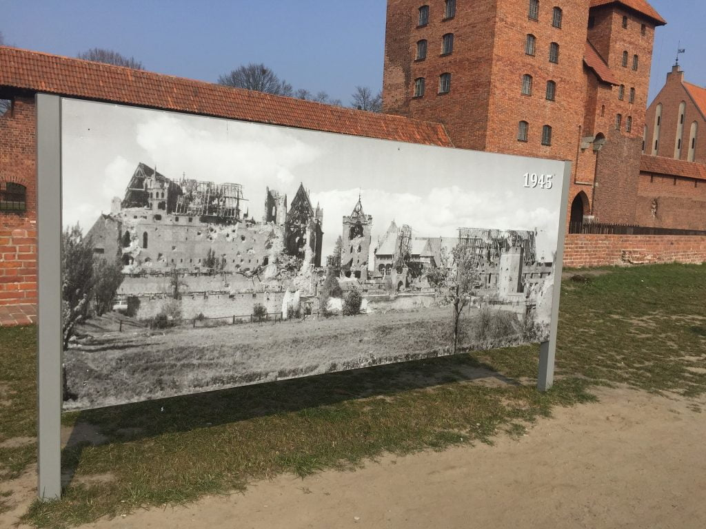 The display shows how highly the castle was damaged after the second world war in 1945.