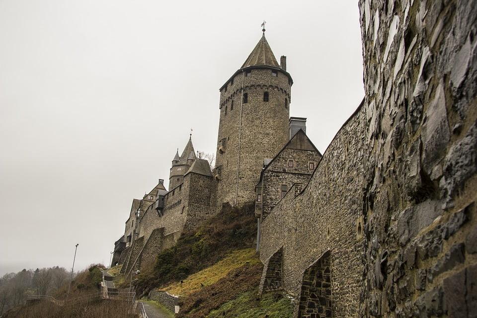 The stone masonry and architecture of the Altena castle.