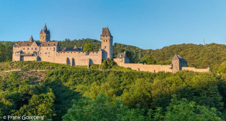 Altena Castle – The First Hostel Inside Medieval Stronghold (History & Travel Tips)