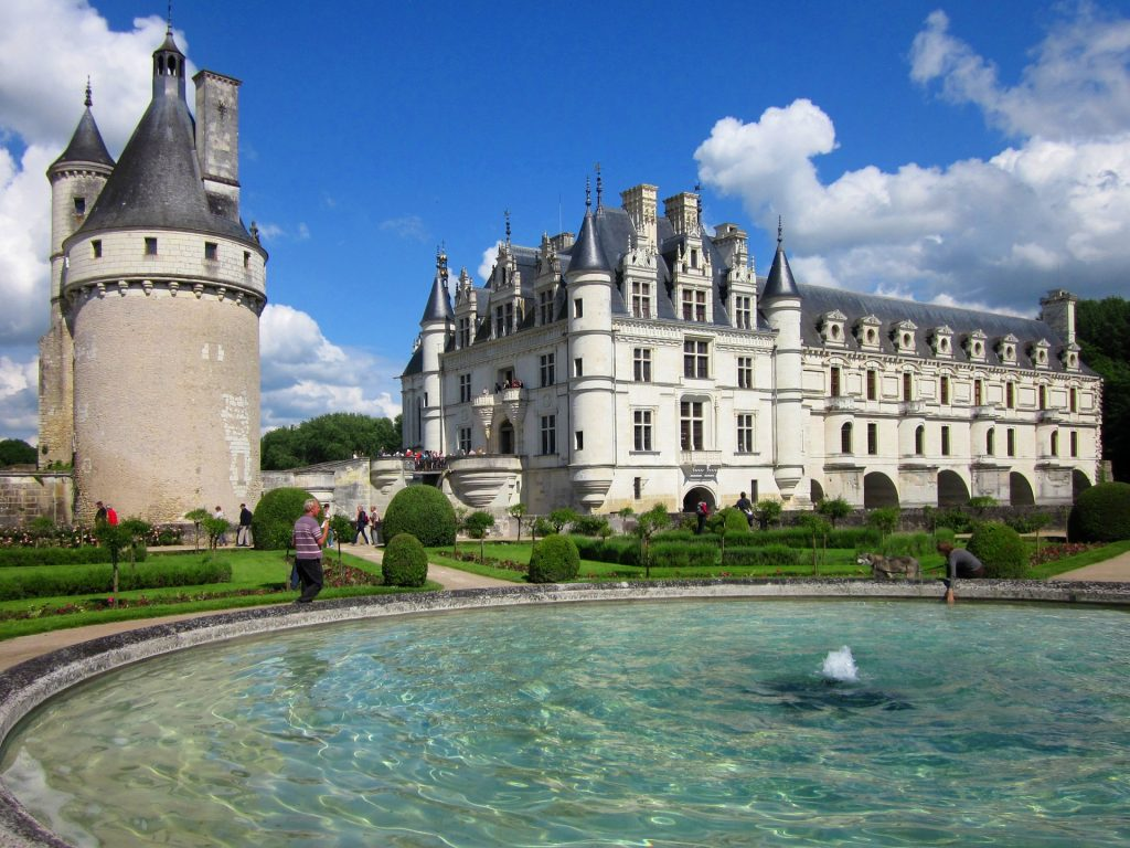 The beautiful view of Château de Chenonceau near the fountain.