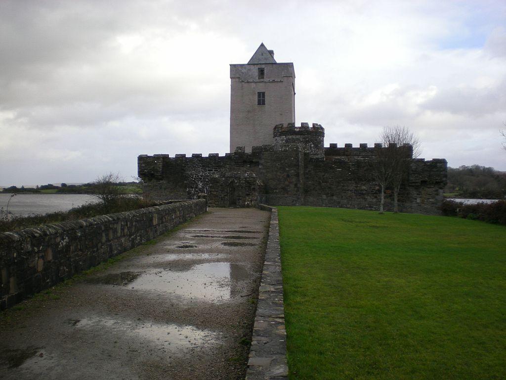 The Entrance view of Doe Castle.