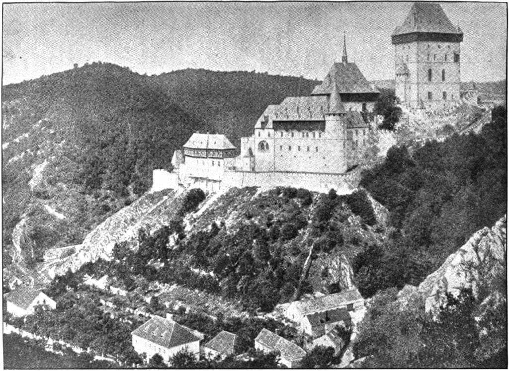 Far view image of Karlštejn Castle from 1917.
