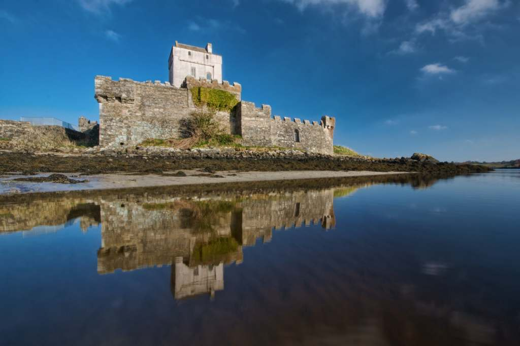 A beautiful waterfront view of Doe Castle.