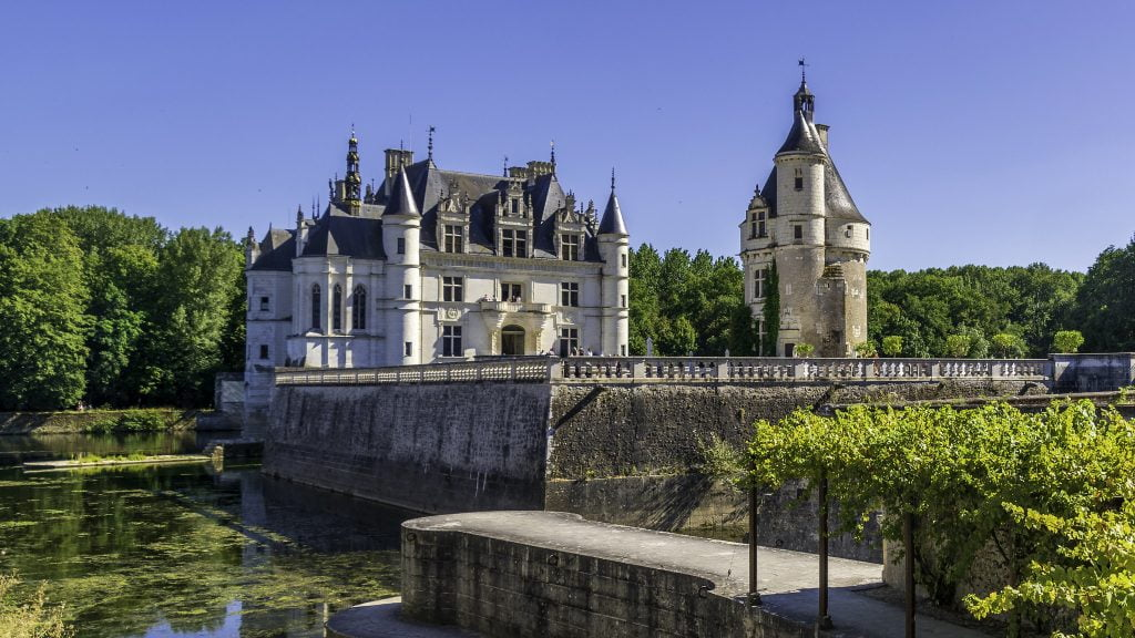 A gorgeous view of the Château de Chenonceau that showcases its beautiful architecture.