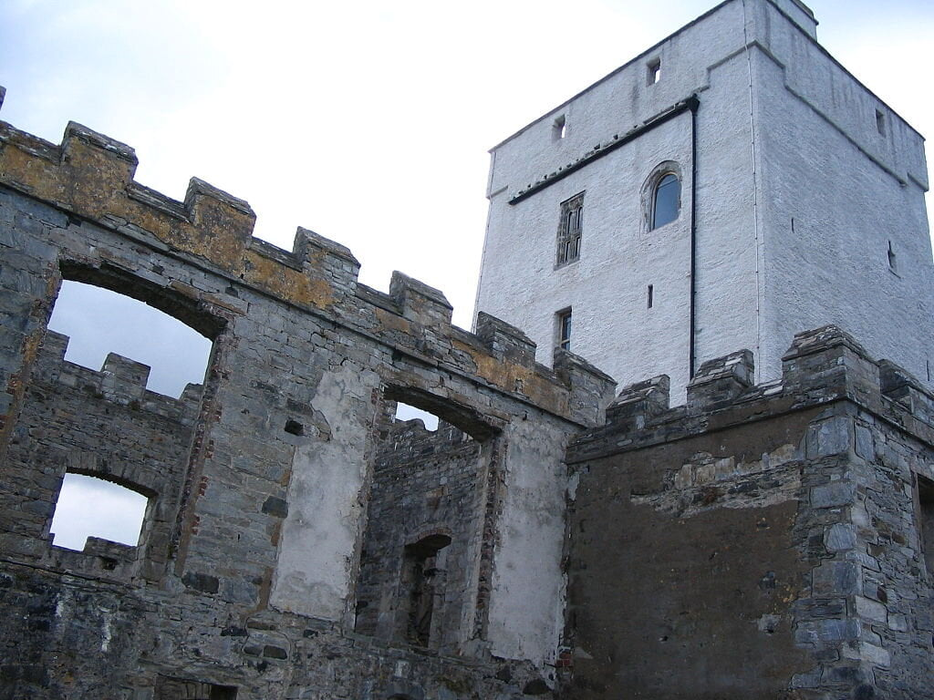 he modern keep and older ruined walls at Doe Castle.