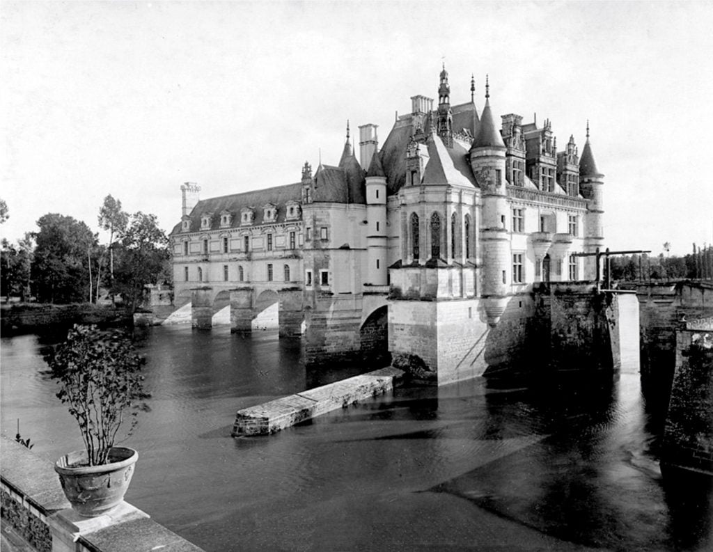 An picture of the Château de Chenonceau in the last decade of the 19th century.