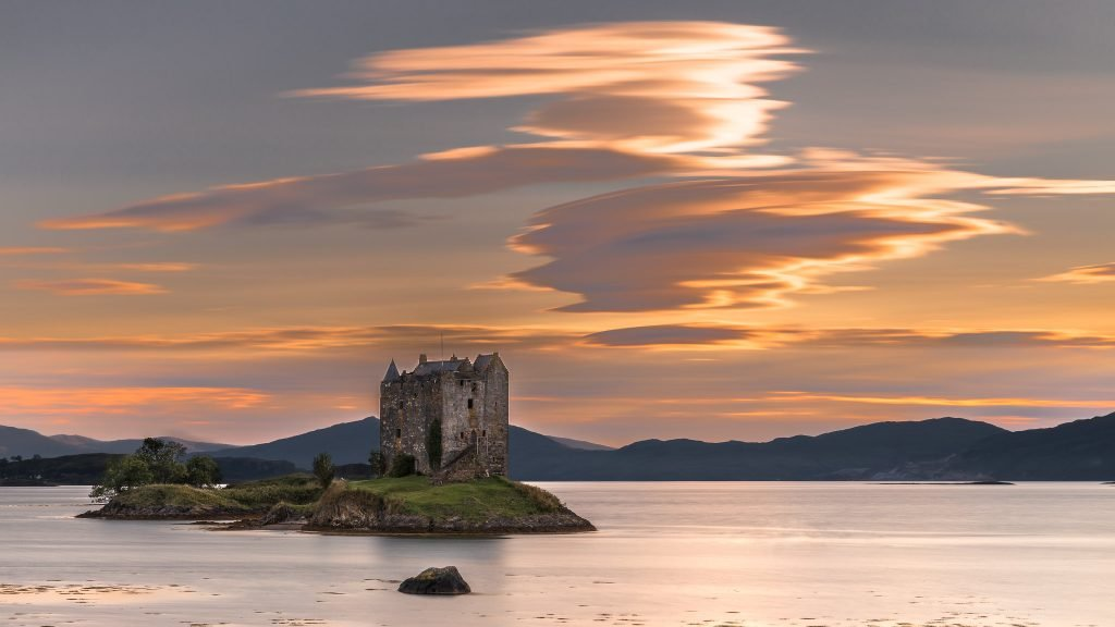 The beautiful sunset at Castle Stalker.