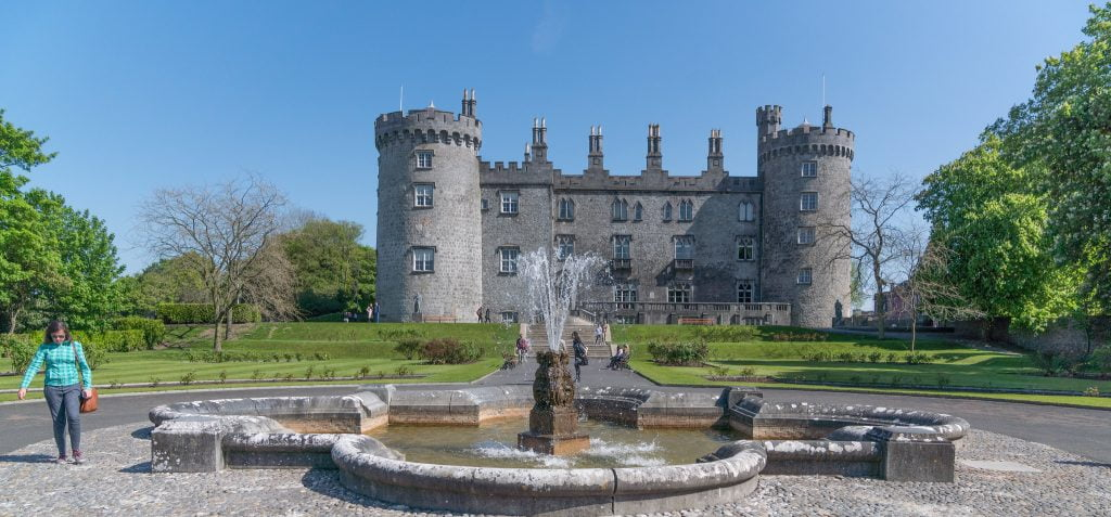 A closer view of Kilkenny's Castle near the fountain.