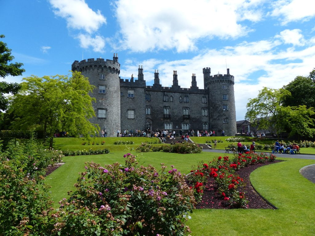 A photo of visiting tourists at Kilkenny Castle.