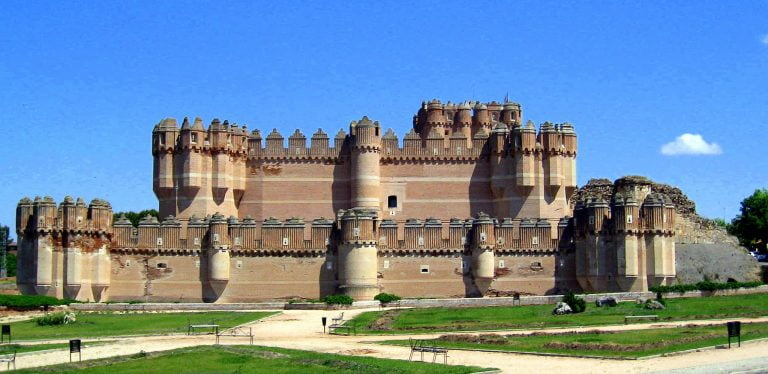 Coca Castle – The Vernacular of Spanish Architecture (History & Travel Tips)