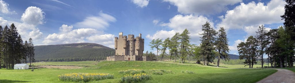 The beautiful panoramic view of Braemar Castle.